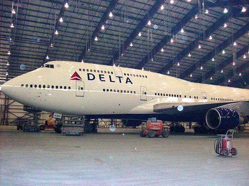 delta double decker plane